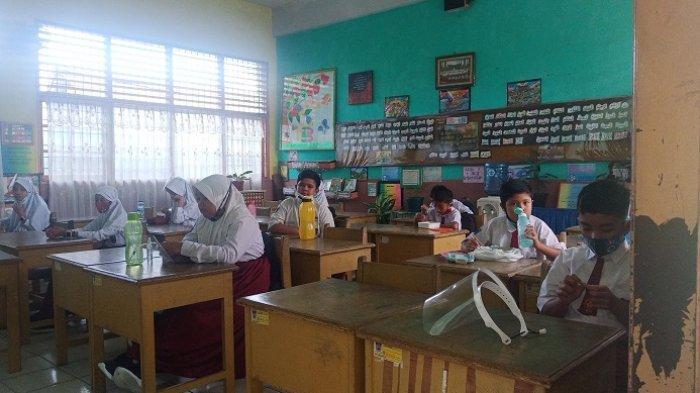 Hari Pertama Sekolah Tatap Muka di Padang, Siswa Sekolah Bergiliran Sesuai Nomor Absen