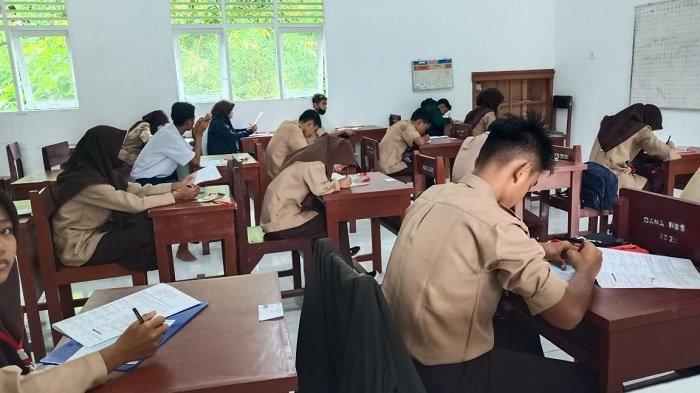 Siswa SMPN 27 Kota Padang Melaksanakan UAS