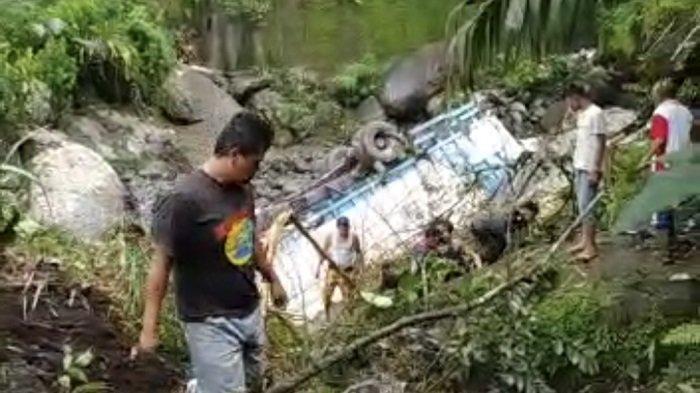 Truk Muatan Susu 'Terjun' ke Sungai di Sitinjau Lauik Padang-Solok, Polisi Menduga Akibat Rem Blong