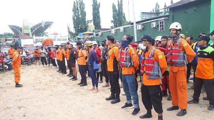 Masih Nihil, Basarnas : Pencarian Anak Hanyut di Sungai Batang Lembang Solok Berlanjut