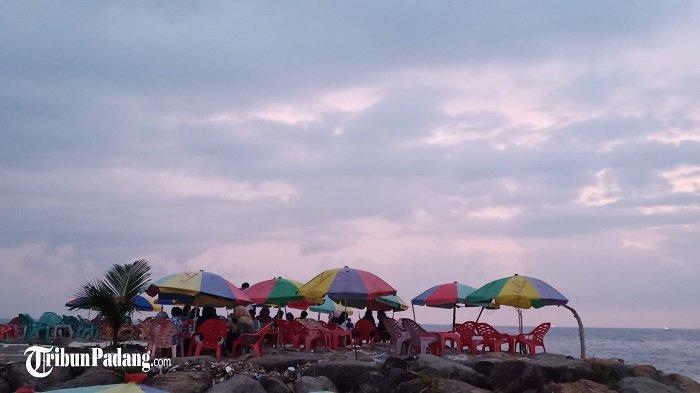 Semarak Pantai Padang Akhir Pekan Jelang Ramadhan 1442 H, Ada Jajanan Langkitang dan Pensi