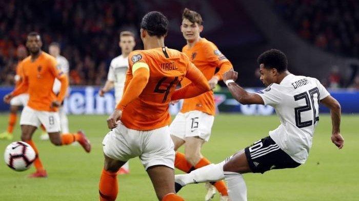 STARTING XI Belanda vs Ukraina - Saling Intip Formasi, Frank de Boer Dapat Bocoran dari Pesawat