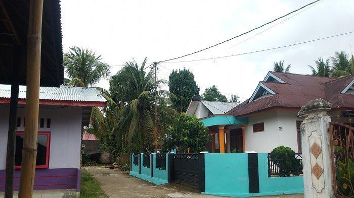 Angin Kencang Melanda Kota Padang, Warga Khawatirkan Atap Rumah Ikut Terbang