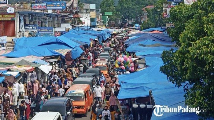 Pengunjung Pasar Meningkat, Pemko Padang Turunkan Tim Pengawas Protokol Kesehatan