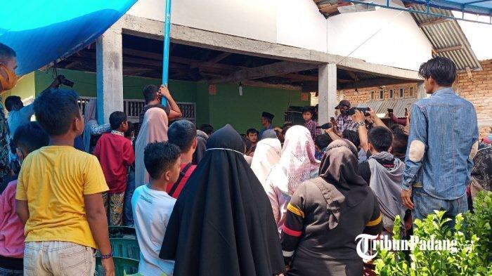 Jenazah Korban Sriwijaya Air SJ 182 Asal Padang Angga Fernanda Tiba di Rumah Duka di Kuranji