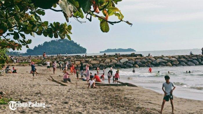Hari Pertama Libur Panjang, Pantai Padang Sudah Ramai Dikunjungi Wisatawan