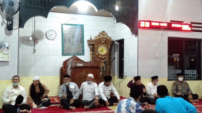 Kunjungi Pariaman dan Diajak Shalat di Masjid Raya Pauh, Tim Safari Ramadan Sumbar Akui Terkesan