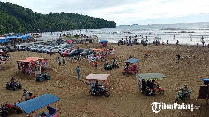 Pengunjung Wisata Pantai Air Manis Padang Meningkat 5 Kali Lipat saat Libur Nataru