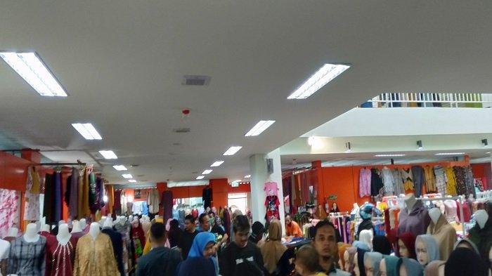 H-4 Menjelang Hari Raya Idul Fitri 1442 Hijriah, Jumlah Pengunjung Pasar Rakyat Pariaman Meningkat
