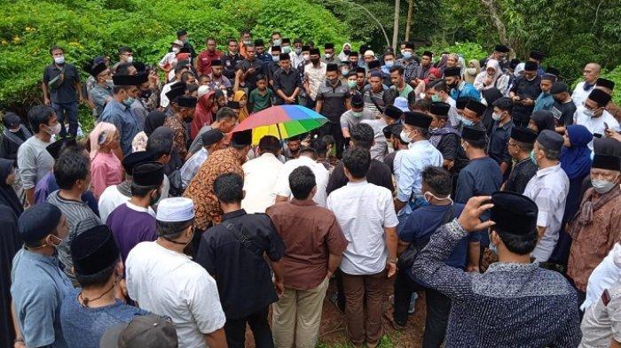 Komisioner KPU Sumbar Nova Indra Dimakamkan di Padang Panjang, Ucapan Duka Terus Mengalir