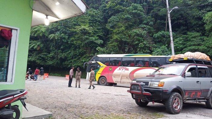 Warga Mulai Patuh Aturan, Cuma 57 Kendaraan Disuruh Putar Balik di Pos Perbatasan Padang-Solok
