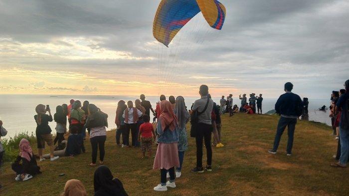 Puncak Paralayang, Objek Wisata Baru Padang di Kawasan Air Manis, Nikmati Sunset dari Ketinggian