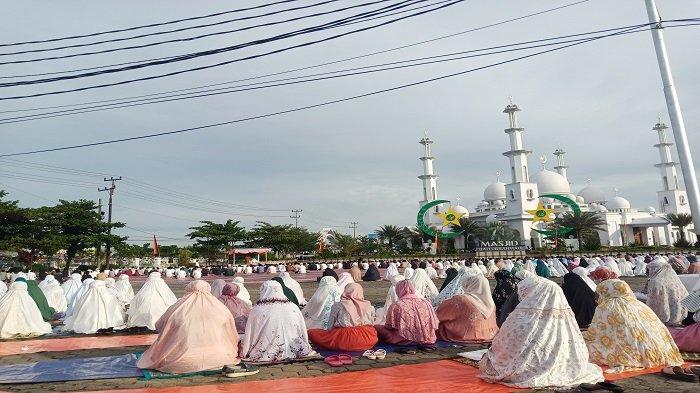 Salat Idul Adha di Lapangan Kampus Baiturahmah Padang Berlangsung Kidmat, Diikuti Ratusan Jemaah