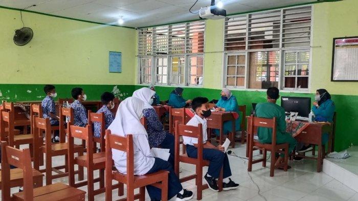 Siswa SMP di Padang Mulai Divaksin, Disdik Tegaskan Tak Ada Paksaan dan Siswa Harus Izin Orang Tua