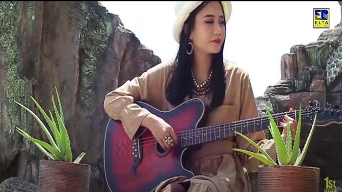 Lirik Lagu Minang Suratan Cinto - Dilla Novera: Hapuih, hapuihlah aia mato
