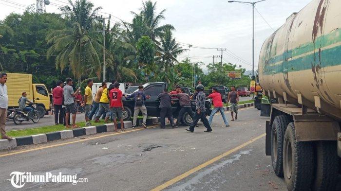 Tabrakan Beruntun 7 Mobil Terjadi di Jalan By Pass Sungai Sapih Kuranji Padang