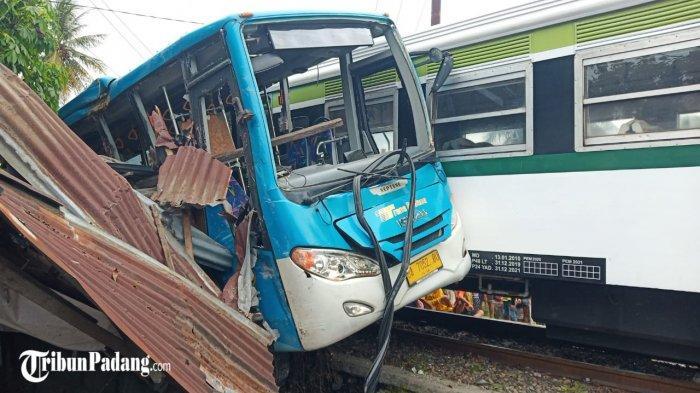 Warung Warga Hancur Gegara Tabrakan Kereta Api Vs Trans Padang, Siapa Ganti Rugi? Ini Kata PT KAI