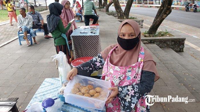 Di Pasar Pabukoan Siti Nurbaya Ada Tahu Rambutan, Takjil Unik untuk Berbuka Puasadi Padang