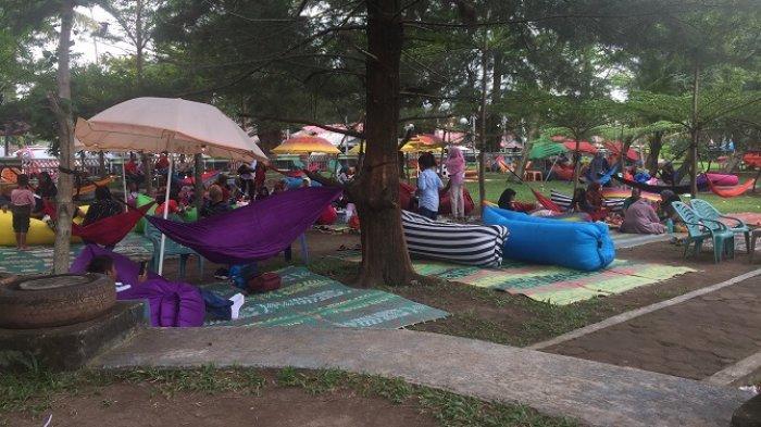 Wisata Taman Anas Malik Pantai Cermin Kota Pariaman, Bersantai Menggunakan Balon dan Hammock