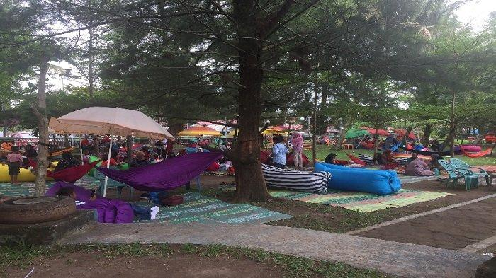 Berwisata ke Taman Anas Malik Pantai Cermin Kota Pariaman, Disuguhkan Pemandangan Pantai yang Bersih