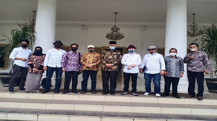 Gubernur Mahyeldi Dorong Seniman Sumatera Barat, Berperan Menjadi Perekat Bangsa