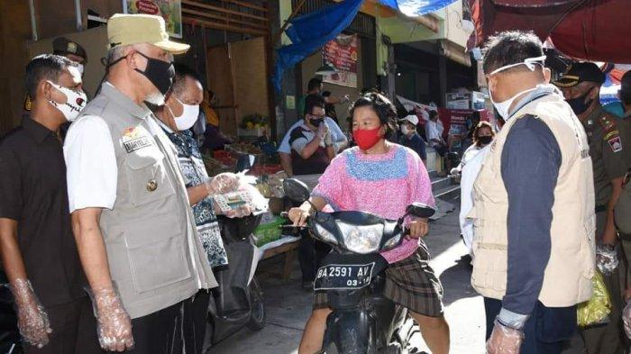Pasar Tanah Kongsi Padang Terapkan Penggunaan Masker dan Sarung Tangan