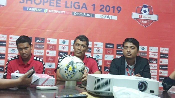 BREAKING NEWS - Weliansyah Tampil Tanpa Topi Kesayangan, Pertanda Semen Padang FC Bakal Menang