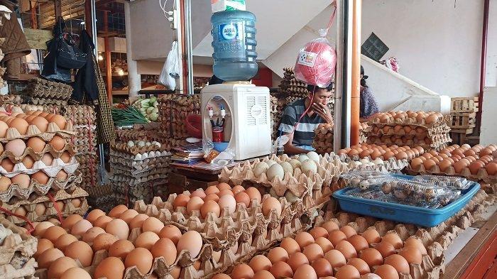 Harga Telur Ayam Ras dan Itik Turun di Pasar Raya Padang, Harga Telur Ayam Kampung Malahan Naik