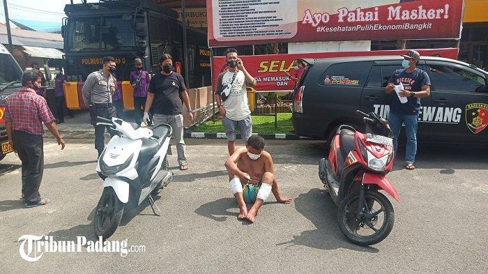 Pelaku Jambret di Kota Padang Didor: Aksinya Viral Terekam CCTV, Sikat Barang Bawaan di Motor Korban