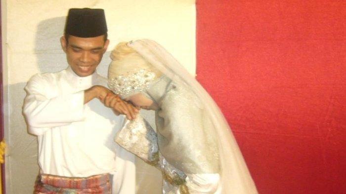 Mantan Istri Ustaz Abdul Somad, Mellya Juniarti Mengunggah Foto Lawas bersama UAS