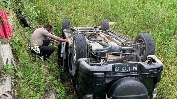 Mini Bus Tabrak 2 Motor dan Pemotor Patah Tulang serta Cedera, Polisi: Sopir Diduga Main HP