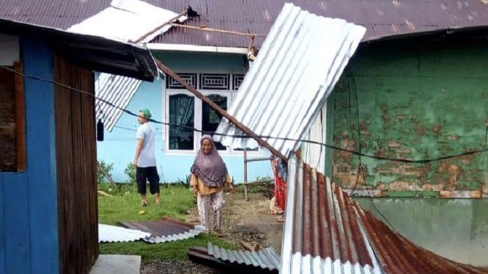 13 Rumah di Teluk Kabung Tengah Kota Padang Mengalami Kerusakan, Angin Kencang Terbangkan Atap