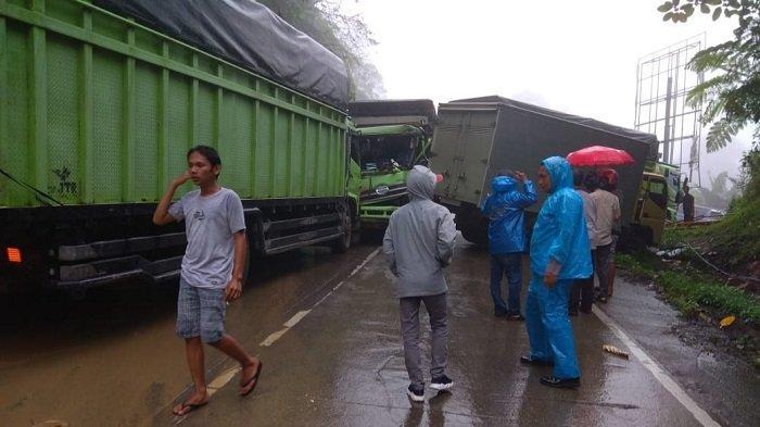 Kronologi Tabrakan Beruntun 3 Truk dan 1 Mobil di Panorama 2 Sitinjau Lauik Padang