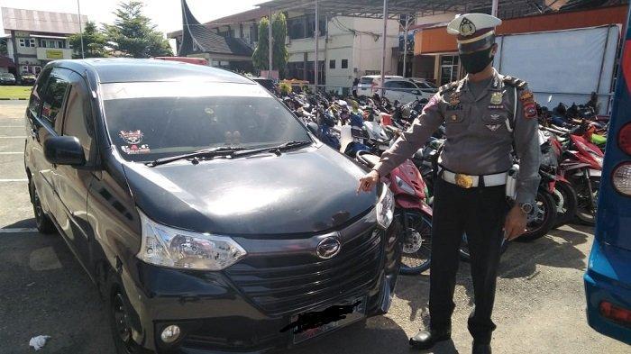 Sopir Mini Bus Nekat Terobos Posko Covid-19 Teluk Kabung Kota Padang, Nyaris Tabrak Anggota Polisi