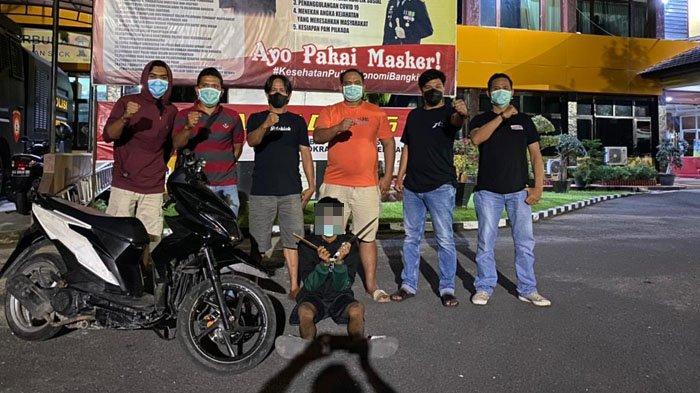 Berlagak Gangster, Remaja di Padang Acungkan Pisau hingga Celurit, Rampas Honda Beat Hitam