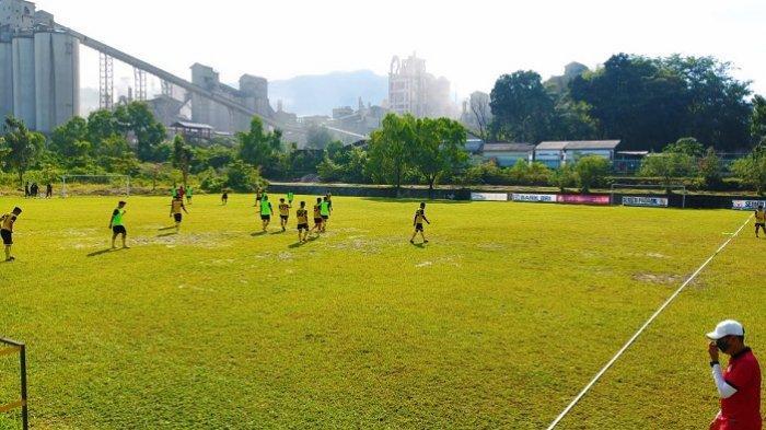 Semen Padang FC Gelar Latihan Pagi di Lapangan Indarung, Weliansyah: Menu Kita Hari Ini Pressing