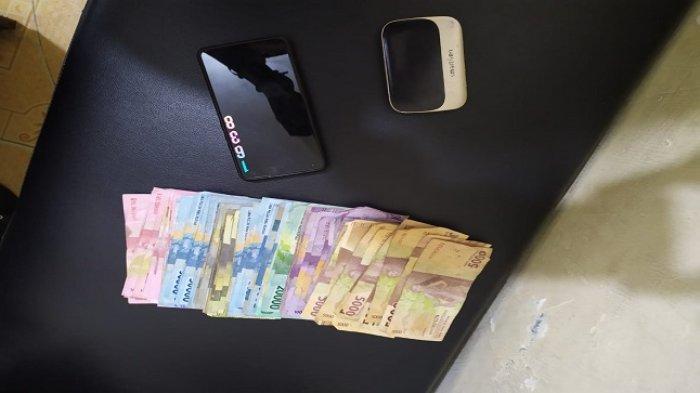 Oknum Tukang Ojek di Padang Dijemput Polisi, Ada Rp 2,6 Juta Diduga Hasil Transaksi Judi Togel