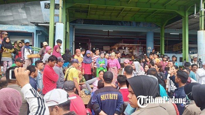 Ini Alasan Dinas Perdagangan Ngotot Larang PKL Jualan di Trotoar Pasar Raya Padang