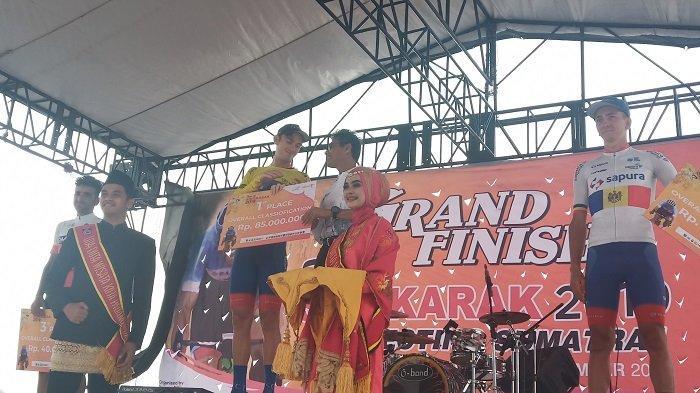 Jesse Ewart Rengkuh Juara Umum Tour de Singkarak 2019