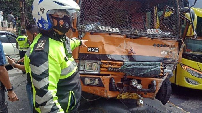 Ini Kendaraan yang Terlibat Kecelakaan Beruntun di Lembah Anai, Korban Dilarikan ke Rumah Sakit