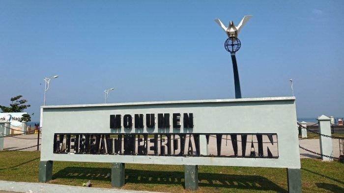 Kondisi Monumen Merpati Perdamaian di Pantai Padang: Tulisan Mulai Copot, Tiang Origami Berkarat