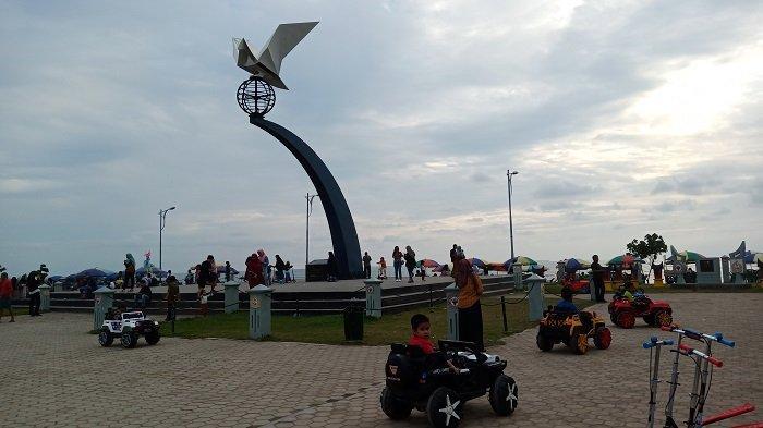 HINGGA H+9 Lebaran, Objek Wisata Pantai Padang Masih Ramai Dikunjungi Wisatawan