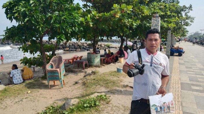 Nasib Tukang Foto Keliling di Padang, Bersaing dengan Smartphone Berharap Wisatawan Saat Liburan