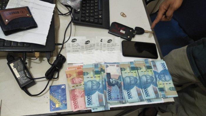 Temukan Dompet Isi ATM & KTP Saat Bersihkan Mobil Travel, Sopir Kuras Uang Penumpang Rp 11 Juta