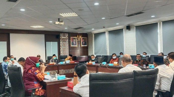 DPRD Bertemu Disdik Sumbar Bahas Polemik di SMKN 2 Padang, Maigus: Pakaian Adopsi Kearifan Lokal