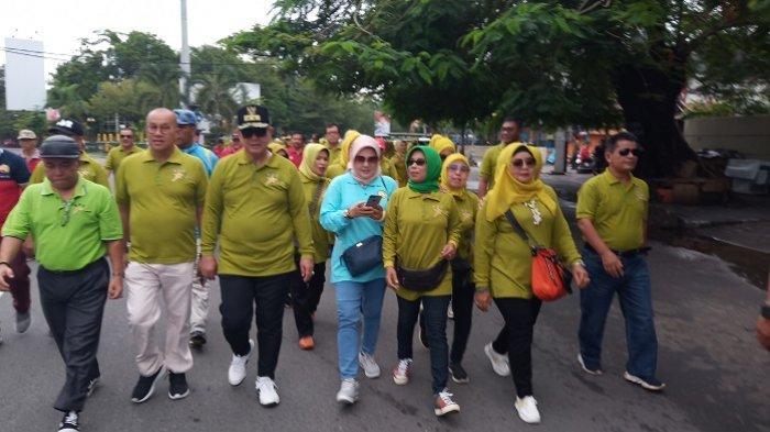 Wagub Sumbar Nasrul Abit Lepas Jalan Santai BSC diPadang,Ajak Masyarakat Olahraga Setiap Hari