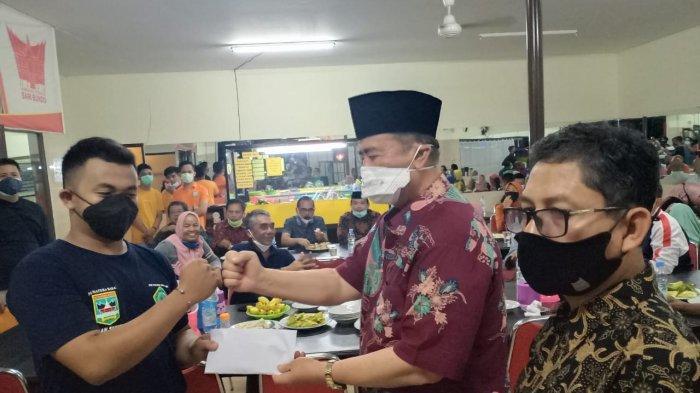 Nasrul Abit Terbang Lagi ke Sulbar & Kalsel Bawa Bantuan Rendang dan Uang Tunai Sumbar Peduli Sesama