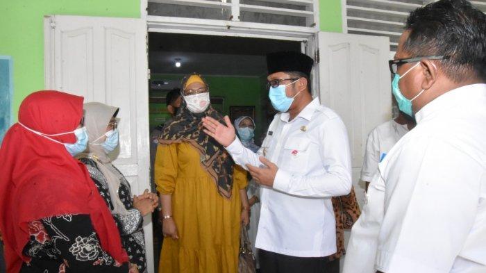 Wakil Walikota Padang, Hendri Septa, mengunjungi beberapa sekolah dasar dan menengah di Kota Padang, Rabu (6/1/2020) saat belajar tatap muka mulai digelar.
