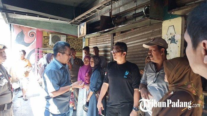 Wakil Walikota Padang Hendri Septa Tinjau Lokasi Kebakaran di Pasar Raya Padang