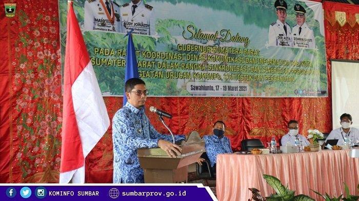 Wali kota Sawahlunto Deri Asta, saat memberikan sambutan sekaligus membuka kegiatan Rapat Koordinasi Dinas Kominfo kabupaten dan kota se-Sumbar, Rabu (17/3/2021).